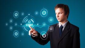 кнопки бизнесмена отжимая просто тип старта Стоковое Изображение