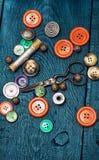 Кнопки и инструмент молнии и шить Стоковое Изображение RF