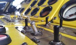 Кнопки и управление Желтый пульт управления Стоковые Изображения RF