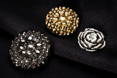 Кнопки металла на черной ткани Стоковое Изображение