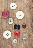 Кнопки на деревянной доске Стоковая Фотография