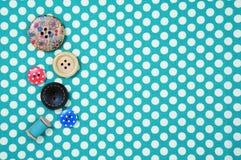 Кнопки на предпосылке ткани точки польки Стоковое фото RF