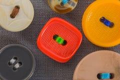 Кнопки на серой ткани в макросе Стоковая Фотография