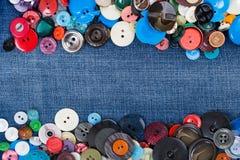Кнопки с космосом экземпляра голубых джинсов Стоковое Изображение RF
