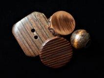 кнопки штабелируют деревянное Стоковые Изображения