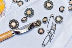 Кнопки, штыри, иглы needlework Стоковые Фото