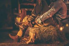 Ковбой в амбаре Стоковые Фотографии RF