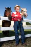 ковбой его лошади вертикальные Стоковая Фотография