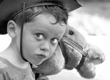 ковбой мальчика играя детенышей Стоковая Фотография