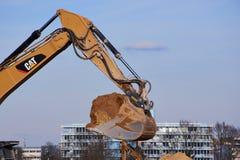 Ковш экскаватора на строительной площадке в городе Майнца Стоковое фото RF