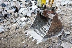 Ковш экскаватора на строительной площадке Стоковая Фотография