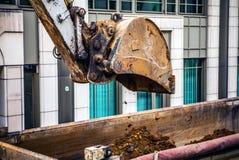 Ковш экскаватора на строительной площадке Стоковые Фотографии RF