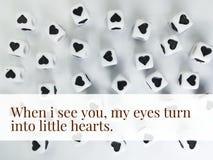 Когда я вижу вас мои глаза повернуть в маленькие сердца вдохновляющий закавычат стоковая фотография rf