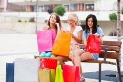 Когда женщины идут ходить по магазинам Стоковые Изображения RF