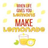 Когда жизнь дает вам лимоны, сделайте лимонад Плакат мотивационной цитаты printable с литерностью нарисованной рукой Стоковое Изображение RF
