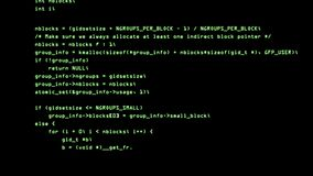 Код хакера бежать вниз с стержня экрана компьютера 4K видеоматериал