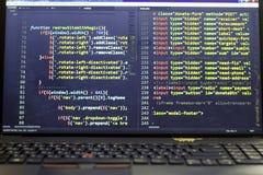 Код JavaScript и HTML первоначальный Исходный код компьютерного программирования Стоковое Изображение