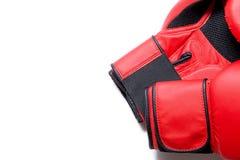 Кожаное оборудование коробки для боя и тренировки Пары перчаток бокса лежа на одине другого Концепция боя и боя Перчатки бокса i Стоковое Фото