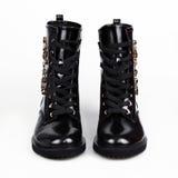 кожаные ботинки сняли в студии, изолированной на белизне стоковое изображение rf
