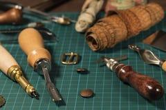 Кожаные инструменты ремесла стоковые фото