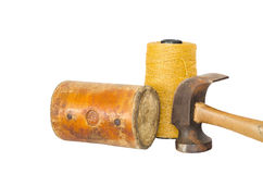 Кожаные молоток и ручной резец для сапожника в его repai мастерской Стоковое Изображение RF