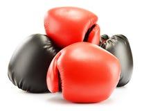 4 кожаных перчатки бокса на белизне Стоковые Фотографии RF