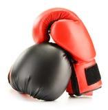 2 кожаных перчатки бокса на белизне Стоковые Изображения