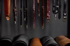 Кожаные ремни на шкафе около стены Стоковое фото RF