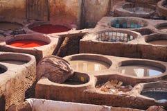 Кожаные дубильни в Fez, Марокко Стоковые Фото