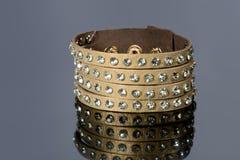 Кожаный браслет с кристаллами Стоковое Изображение
