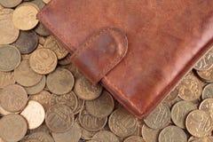 Кожаный бумажник на предпосылке Стоковые Фотографии RF