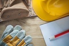Кожаный карандаш тетради трудной шляпы защитных перчаток пояса инструмента Стоковые Изображения RF