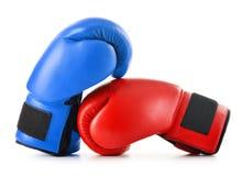 2 кожаных перчатки бокса на белизне Стоковое Изображение