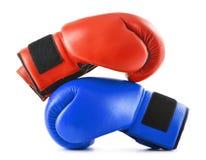2 кожаных перчатки бокса на белизне Стоковое Изображение RF