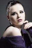 кожа красивейших ювелирных изделий девушки совершенная Стоковое Изображение RF