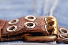 кожа латунной пряжки пояса Стоковая Фотография RF