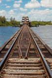 козелок железной дороги притяжки моста Стоковая Фотография