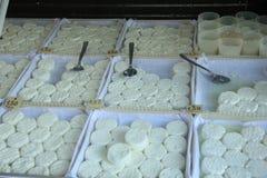 Козий сыр на провансальском рынке Стоковое Фото