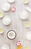 Кокосовое масло и свежий кокос Стоковое Фото