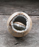 Кокос на деревянном столе Стоковая Фотография