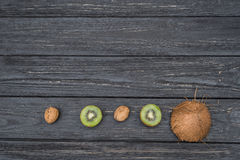 Кокос с кивиом и грецкими орехами Стоковые Изображения RF