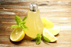 Коктеили лета здоровые не спиртные, цитрус настояли пить воды, лимонады с лимоном известки или апельсин, напитки вытрезвителя дие Стоковое Изображение