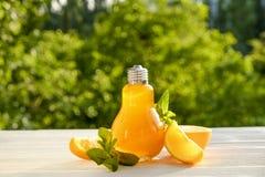 Коктеили лета здоровые не спиртные, цитрус настояли пить воды, лимонады с лимоном известки или апельсин, напитки вытрезвителя дие Стоковые Изображения