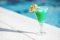 Коктеиль лета на бассейне Стоковые Фото