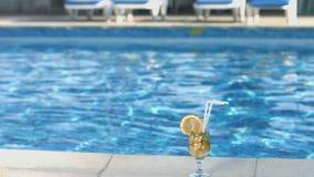 Коктеиль на палубе бассейна Лето, каникулы, образ жизни акции видеоматериалы