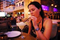 коктеил выпивает женщину Стоковая Фотография