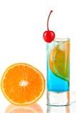 коктеил curacao спирта голубой повреждает помеец Стоковое Фото