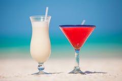 2 коктеила: colada и маргарита pina на белизне Стоковые Фото