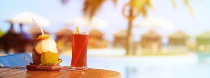 Коктеили служили на роскошном тропическом курорте в Мальдивах Стоковые Фото