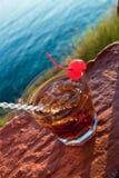 Коктеил Манхаттана гарнированный с вишней. Стоковые Фото
